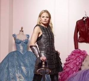 """Jennifer Morrison dans """"Once Upon A Time"""" : pour elle, pas de froufrous mais une belle armure de chevalier !"""