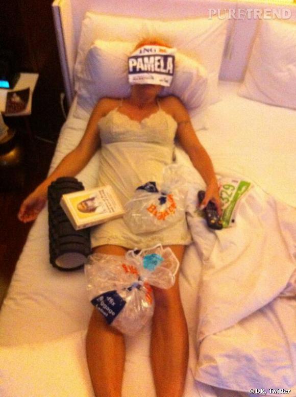"""""""ouch"""". L'intitulé de cette photo postée par Pamela Anderson sur son Twitter officiel peu après les 42km du Marathon de New York 2013."""