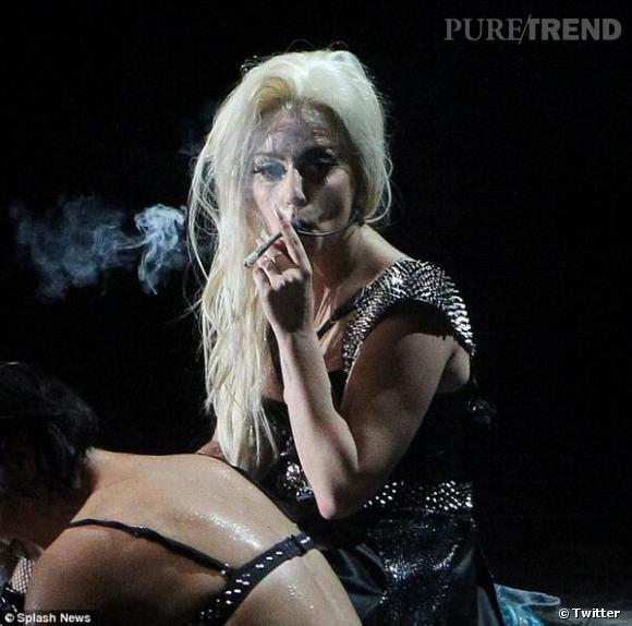 Lady Gaga a récemment avoué qu'elle fumait jusqu'à 15 joints par jour après son opération à la hanche.