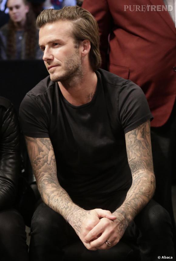 Le look casual :  Au naturel et avec un simple t-shirt noir, David Beckham reste sexy.