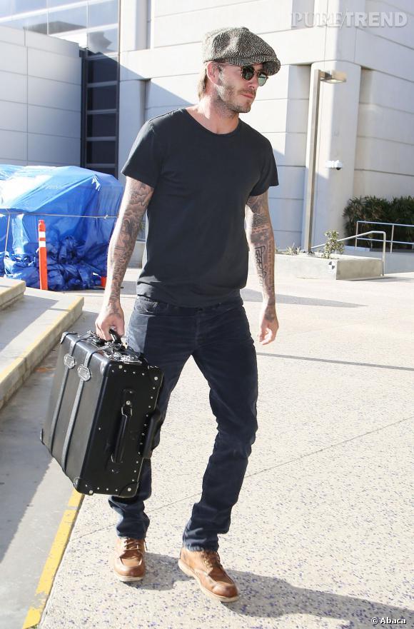 Le look hipster :  Petit béret et valise vintage, David Beckham joue les hipsters sans nous agacer.