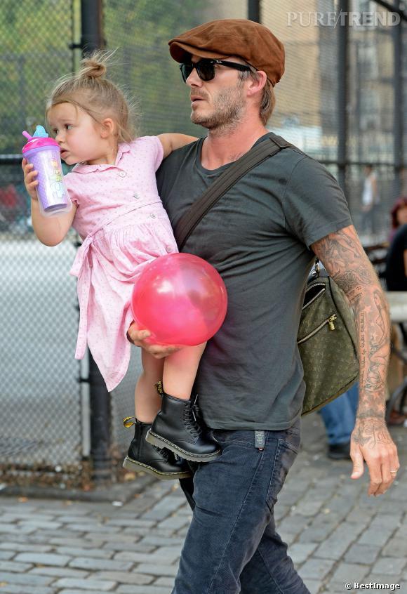Le look papa sexy :  L'autre accessoire indispensable à David Beckham pour nous faire chavirer ? Sa fille, Harper.