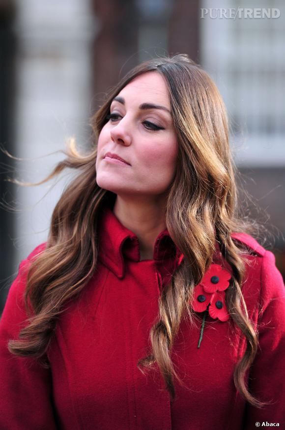 Kate Middleton a vraisemblablement un petit souci de coloration. Ses racines font grise mine.
