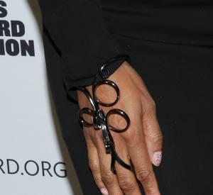 Tyra Banks et son bijou de main.