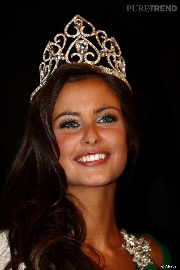 Malika Menard Miss France 2010 et sa couronne Julien Dorcel.