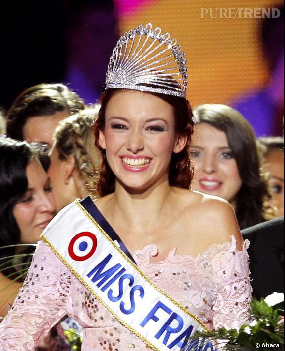 Delphine Wespiser Miss France 2012 et sa couronne Julien d'Orcel.
