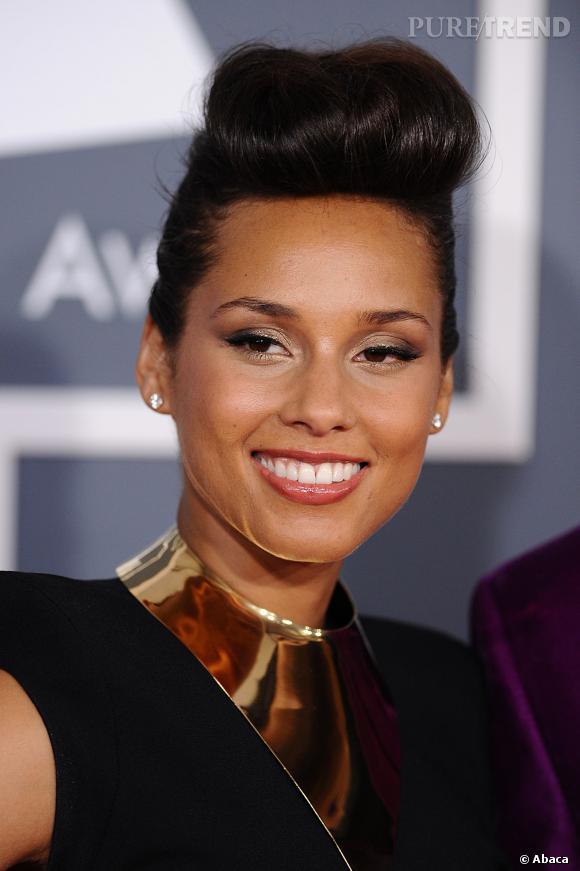 L'échelle des coiffures vertigineuses de stars commence avec Alicia Keys et ses 5 petits centimètres de choucroute !