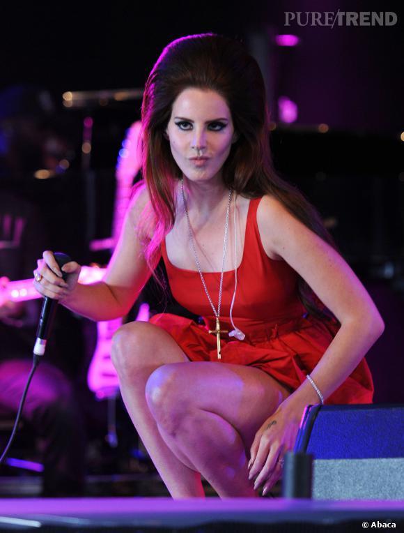 Lana Del Rey se crêpe les cheveux !