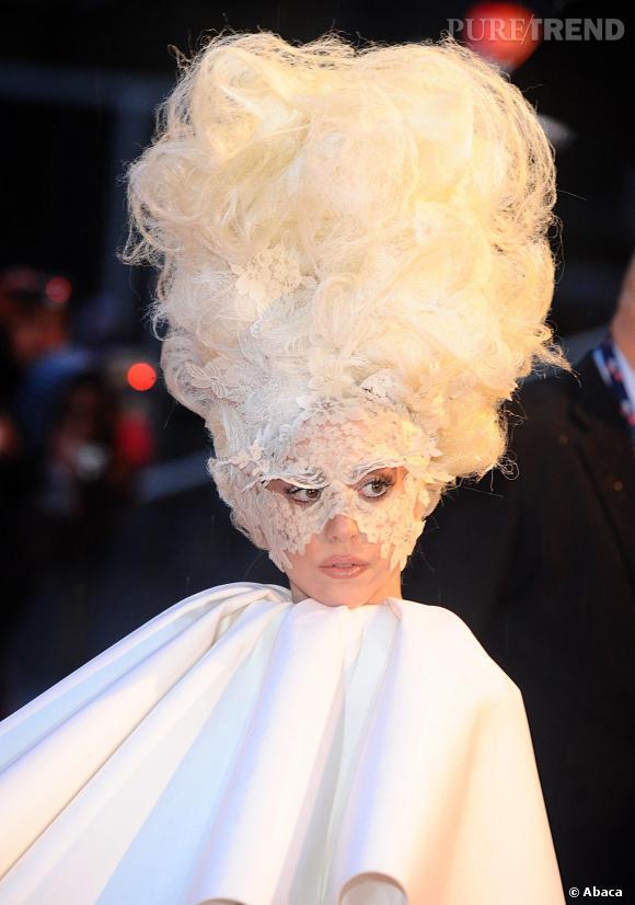 Lady Gaga, seconde du classement est aussi la plus habituée aux coiffures déjantées !