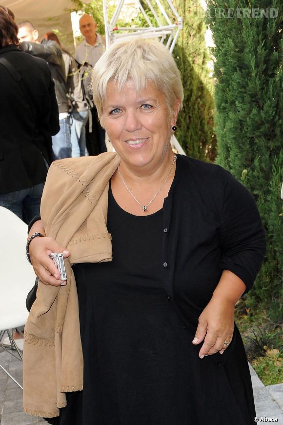 Mimie Mathy aimerait bien aller rigoler chez Yann Barthès.
