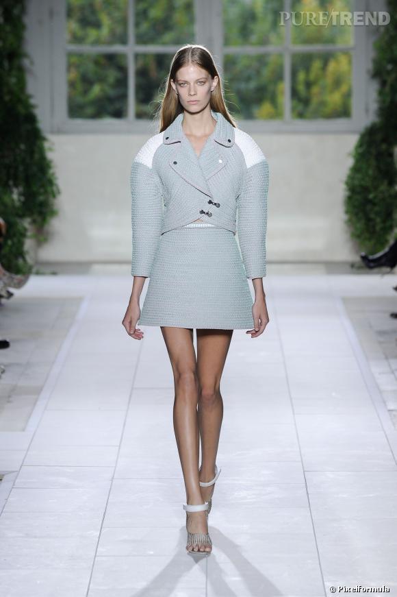 Ce qu'il faut porter en 2014  : des épaules rondes comme chez Balenciaga. Avec une jupe ou un pantalon féminin pour éviter la silhouette cubiste.
