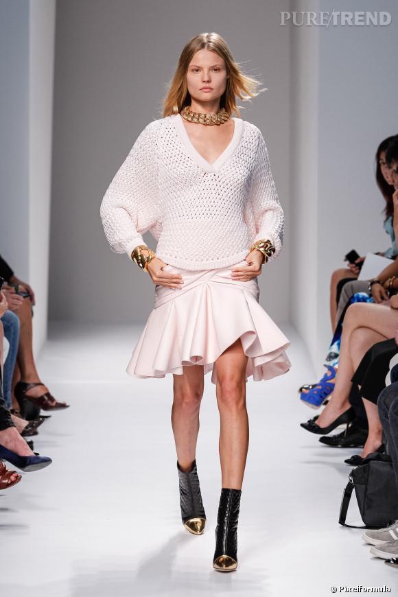 Ce qu'il faut porter en 2014 :  des jupes à godets avec un pull en maille comme chez Balmain.