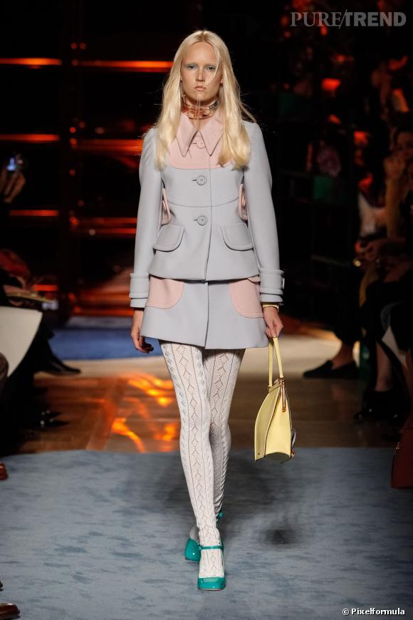 Ce qu'il faut porter en 2014 :  des manteaux à poches avec collants opaques comme les jeunes filles faussement sages de Miu Miu.