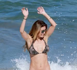 Audrina Patridge est une femme heureuse dans l'eau d'Hawaï.