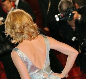 Personne n'a dit à Elizabeth Banks que sa robe avait craqué avant qu'elle foule le tapis rouge de la Croisette.