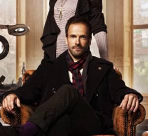 """Jonny Lee Miller incarne un drôle de Sherlock Holmes dans la série """"Elementary"""", diffusée sur M6."""