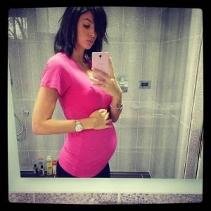 Jade Foret, fière de son baby bump.