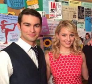 """Le réalisateur et producteur Paris Barclay a dévoilé une photo du tournage du 100ème épisode de """"Glee"""" ! On découvre ainsi un des guests, Chace Crawford et le retour des acteurs originaux de """"Glee"""", comme Dianna Agron et Mark Salling."""