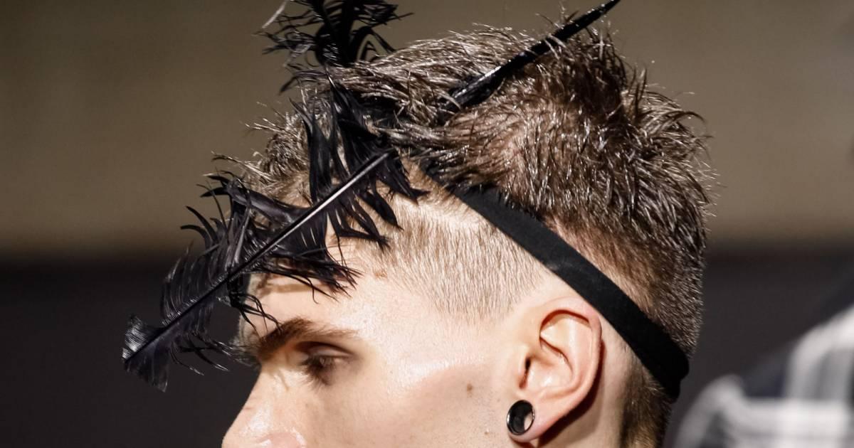 Fashion week homme automne hiver 2014 2015 alexander mcqueen met des plumes dans les cheveux - Plume dans les cheveux ...