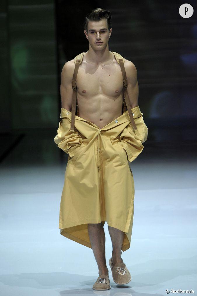 Fashion week homme automne hiver 2014 2015 l 39 art de porter le parka chez julian zigerli avec - Style homme hiver ...