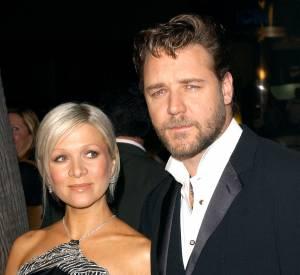 Russell Crowe, c'est aussi une mèche de cheveux artistique et des chemises ouvertes...