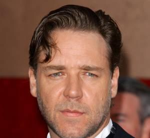 Russell Crowe et ses yeux tombants ? Disons plutôt qu'il a un regard mystérieux...