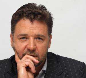 À 49 ans, Russell Crowe reste viril...