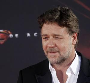 Russell Crowe ne peut que gagner à voir sa barbe tourner au poivre et sel...