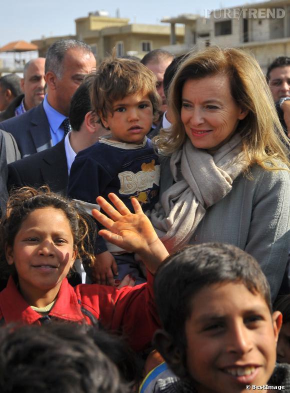 Valérie Trierweiler, bien entourée lors de sa visite au Liban le 5 novembre 2013.