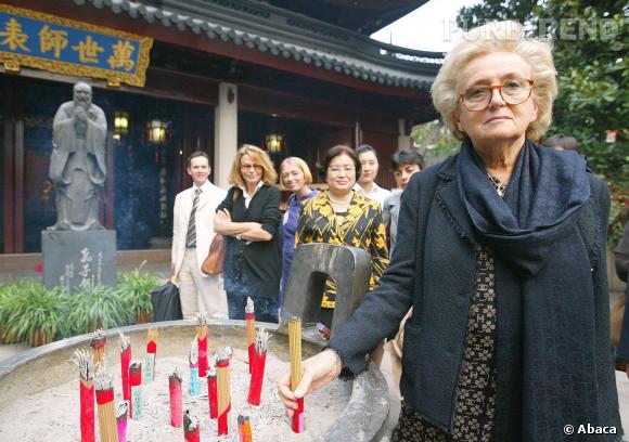 Bernadette Chirac en visite au temple de Confucieus à Shanghaï, le 11 octobre 2004
