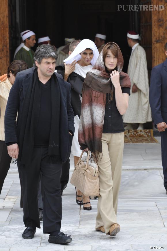 Carla Bruni visite la mosquée de  Zitouna en Tunisie.