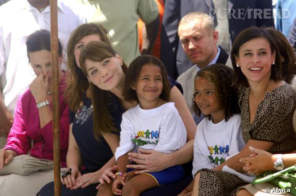 Carla Bruni en visite dans les favelas de Rio de Janeiro.
