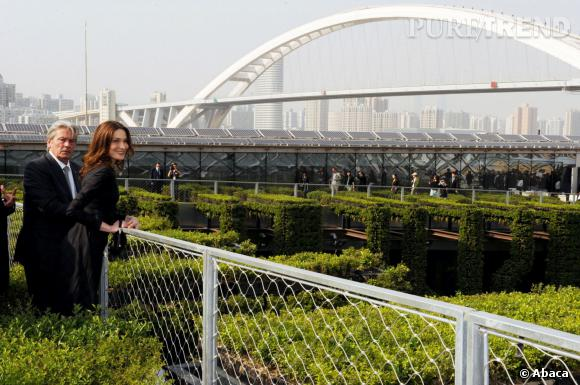 Carla Bruni et Alain Delon à la World Expo 2010 de Shanghaï.