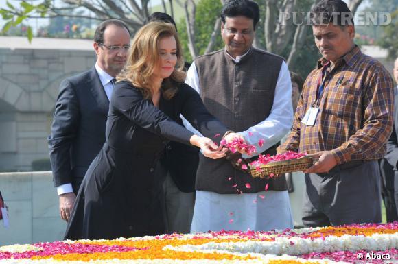 Valérie Trierweiler au mémorial de  Rajghat en Inde.
