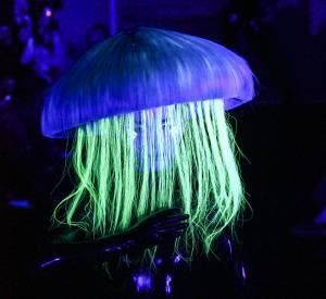 La méduse fluo de Charlie Le Mindu. Défilés Haute Couture printemps-été 2014
