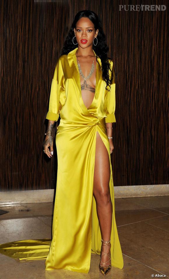 Nudité à peine cachée pour Rihanna au pre-Grammy Awards.