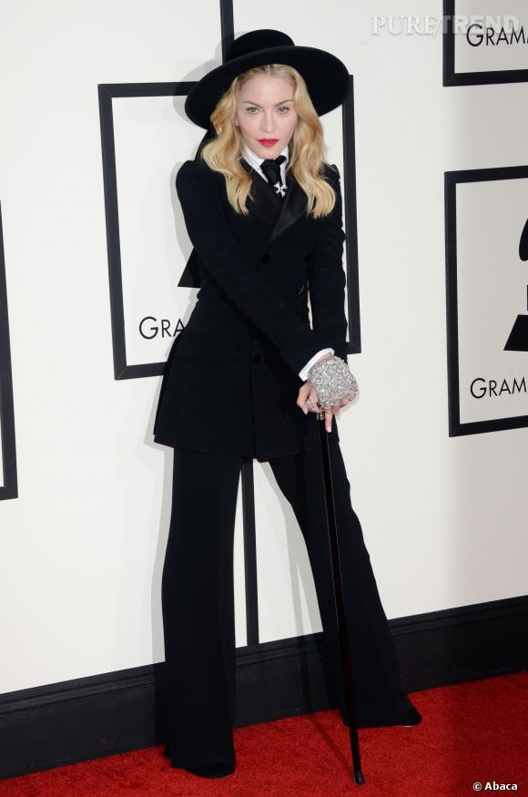 Madonna, un style de religieuse décalé pour les Grammy Awards 2014.
