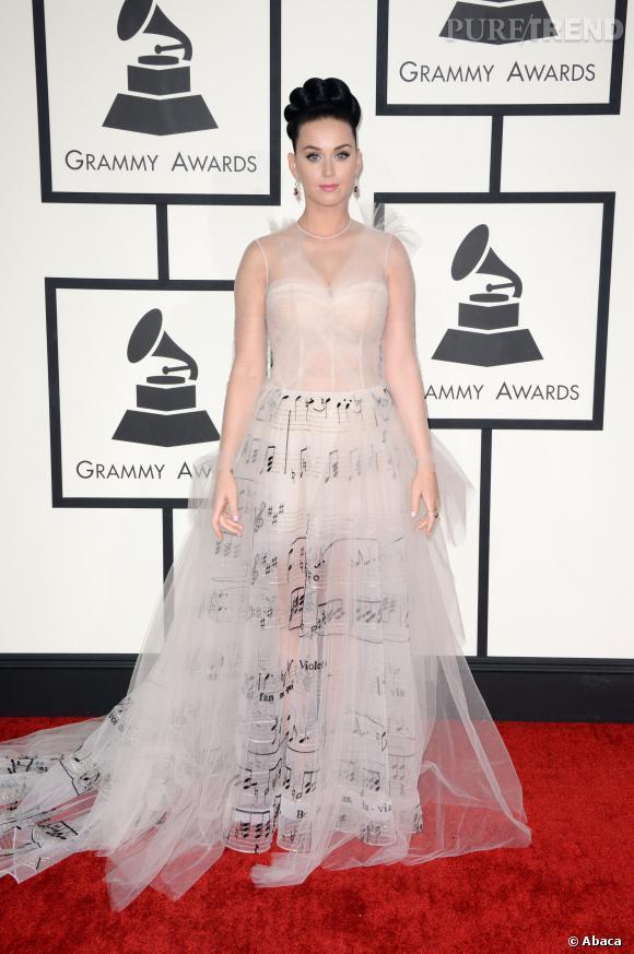 Raffinement et élégance en robe Valentino pour Katy Perry.