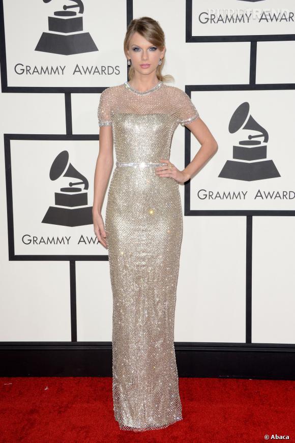 Robe tube scintillante pour mettre sa taille en valeur pour Taylor Swift.