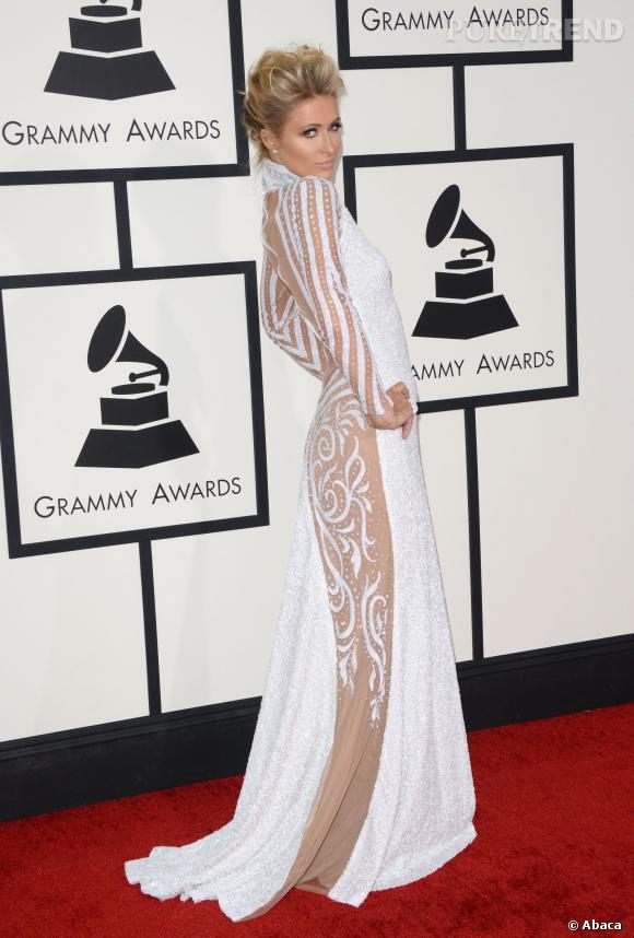 Paris Hilton joue la carte du sexy, mais pas très convaincante cette doublure couleur chair.