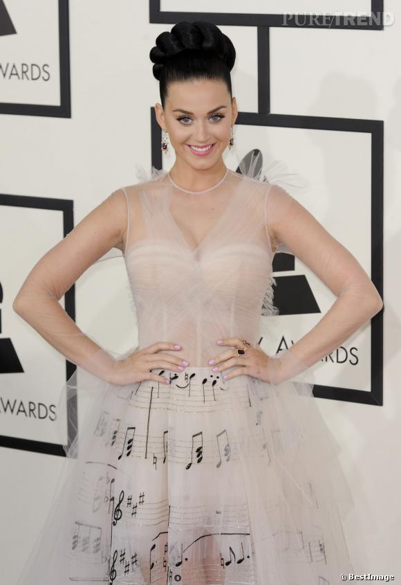 Katy Perry, espiècle et kitsch dans sa robe Valentino.