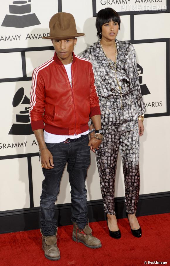 Pharrell Williams, chapeau farfelu et look dépareillé pour les Grammy Awards.