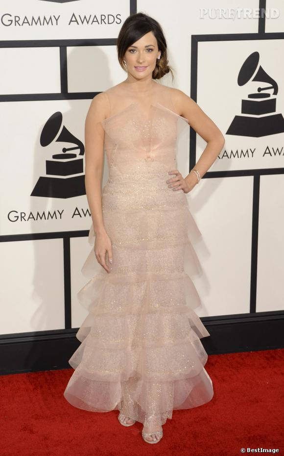 Kacey Musgraves, robe froufroutantes et douces.
