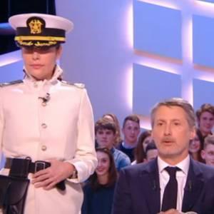Daphné Roulier, armée, mène un coup d'état sur Canal+.