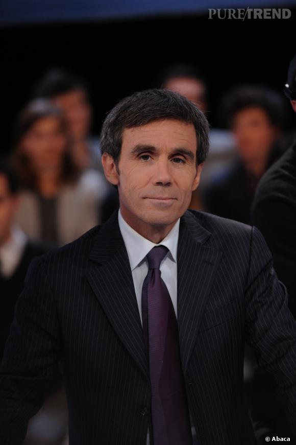 David Pujadas présente le journal de France 2, et ne devrait plus arriver en retard cette semaine.