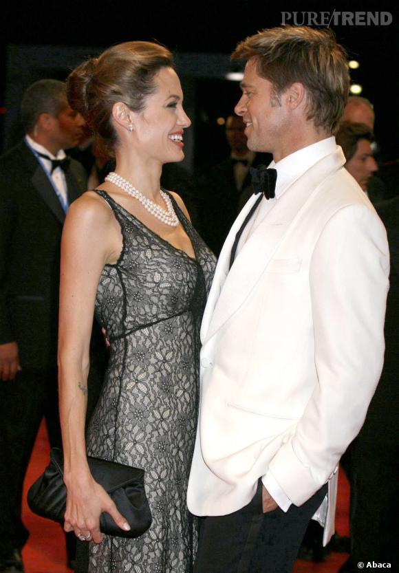 """Brad Pitt et Angelina Jolie, un couple toujours fou amoureux 10 ans après leur coup de foudre sur """"Mr & Mrs Smith""""."""