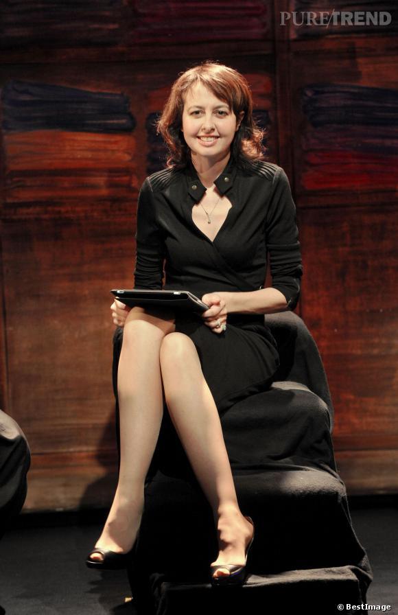 """Valérie Bonneton sur scène pour la pièce """"L'amour, la mort et les fringues"""", en 2011."""