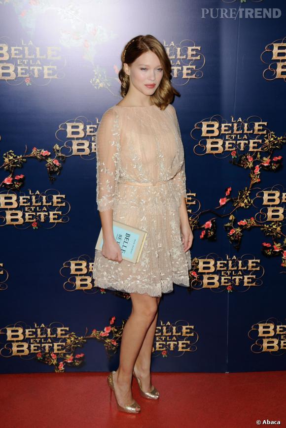Peeptoes scintillants, petite robe délicate et minaudière couture, Léa Seydoux s'offre un zéro faute.