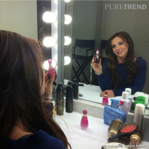 Britney Spears, jolie brune pour ses parfums de Saint Valentin.
