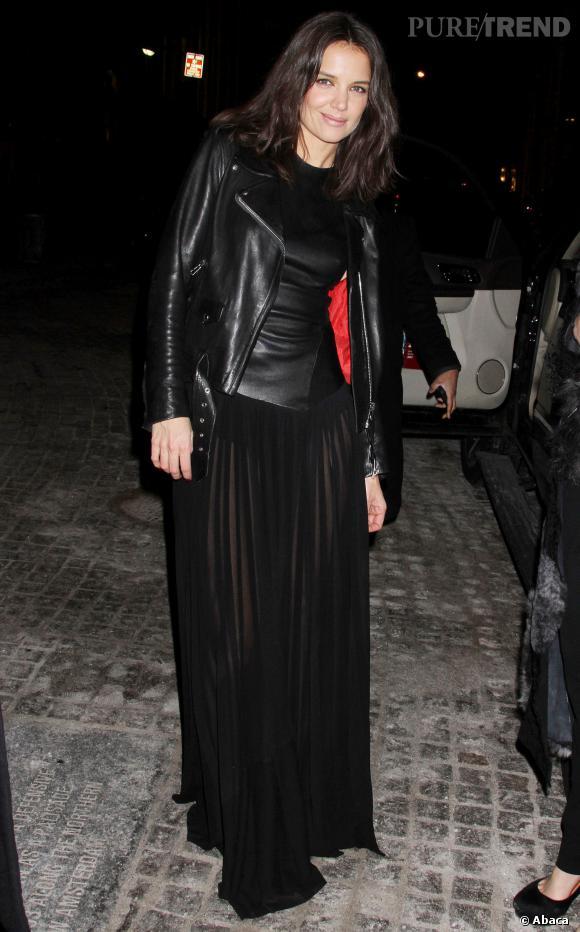 Katie Holmes ose la jupe transparente et le perfecto en cuir lors de la fashion week new-yorkaise.